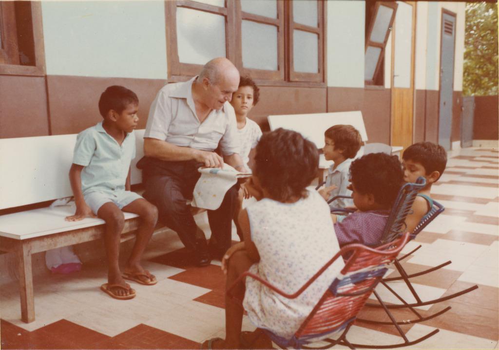 http://acervo.camilianos.org/files/original/A04.P039.F105.jpg