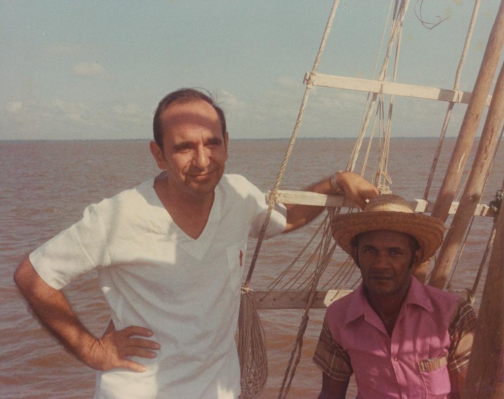 http://acervo.camilianos.org/files/original/A04.P042.F114.jpg
