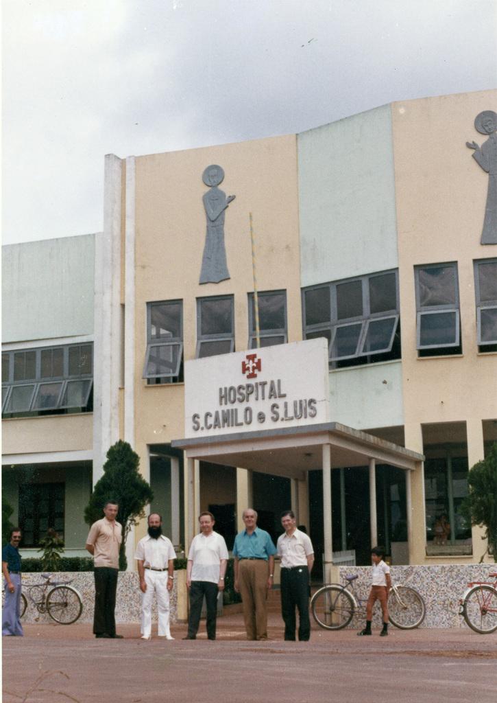 http://acervo.camilianos.org.br/files/original/A28.P017.F039.jpg